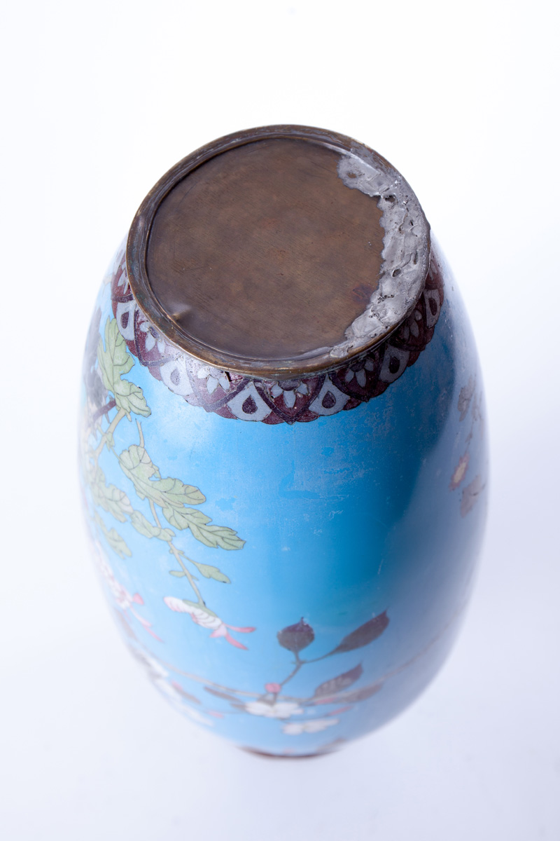 Большая ваза с изображением орла и сакуры, 60 см