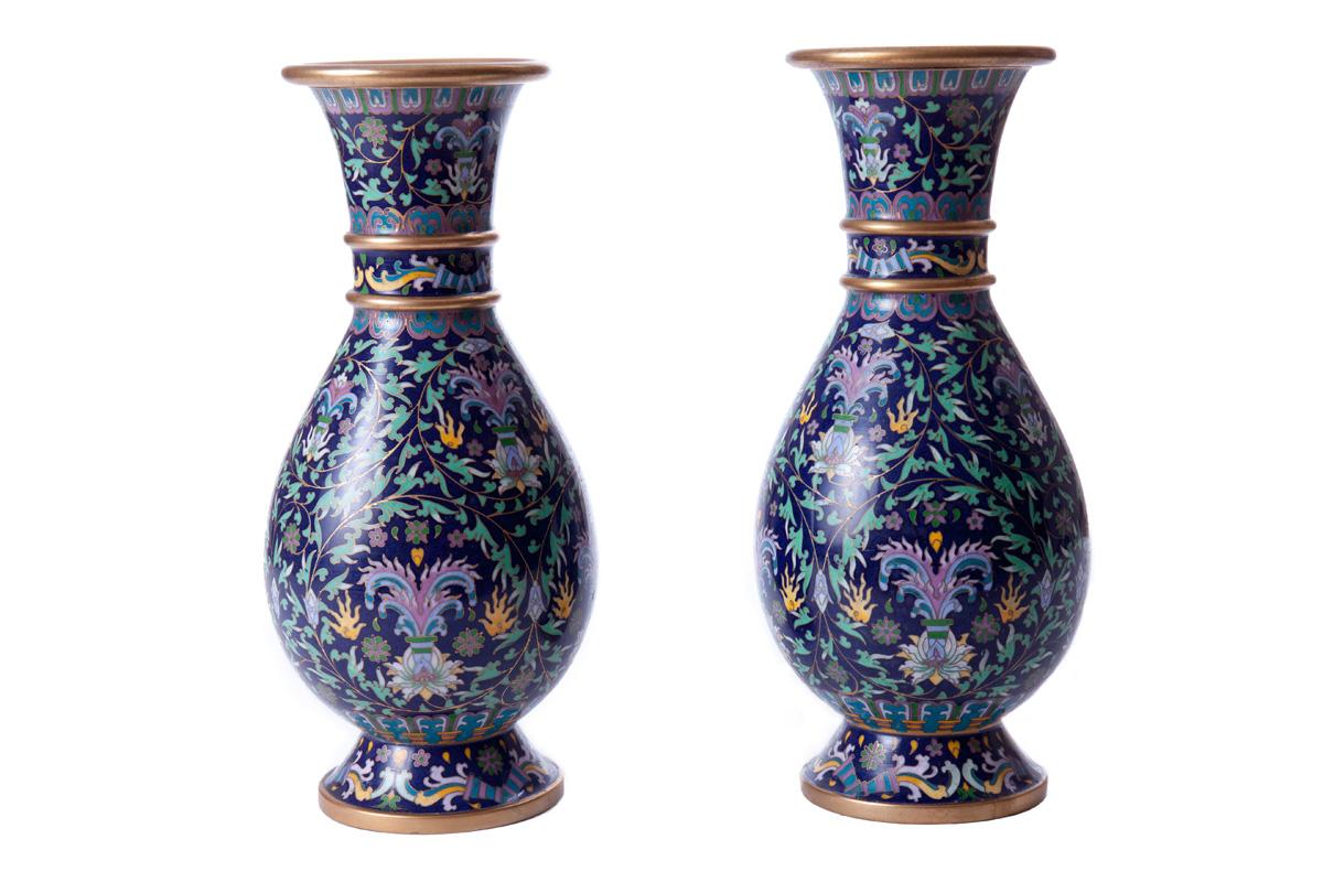 Парные вазы с растительным орнаментом, 25.5 см
