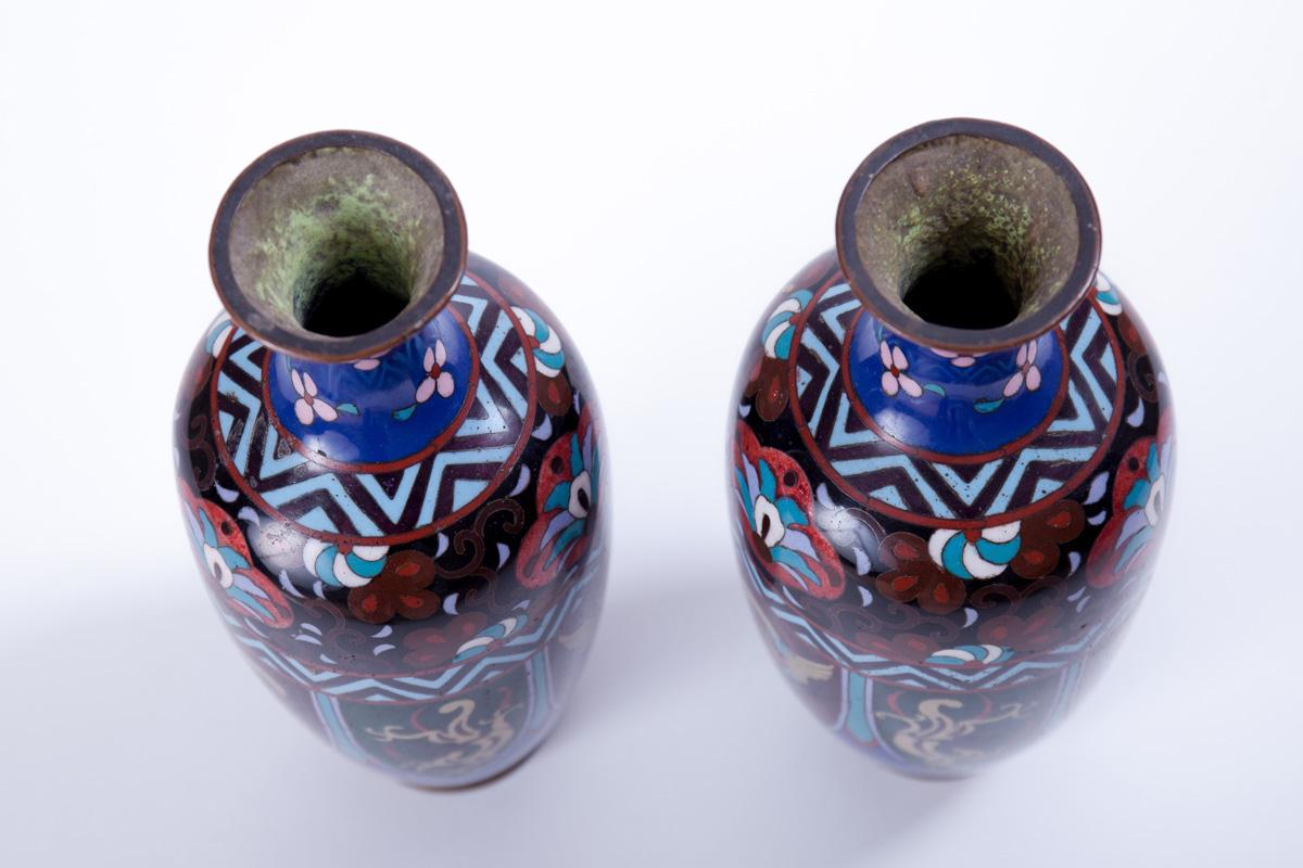Парные вазы клуазоне с изображением символами саламандры и дракона, 24 см