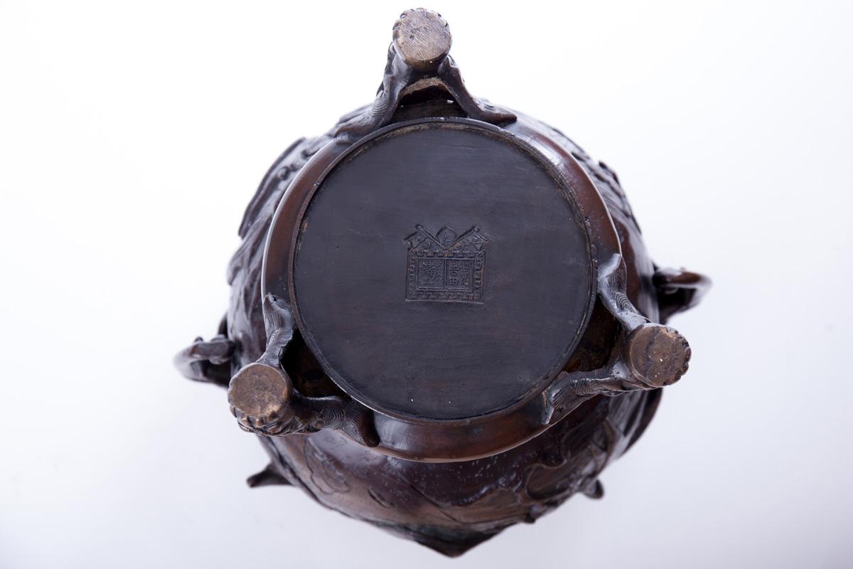 Благовонная горелка, украшенная рельефными мифическими животными, 49 см