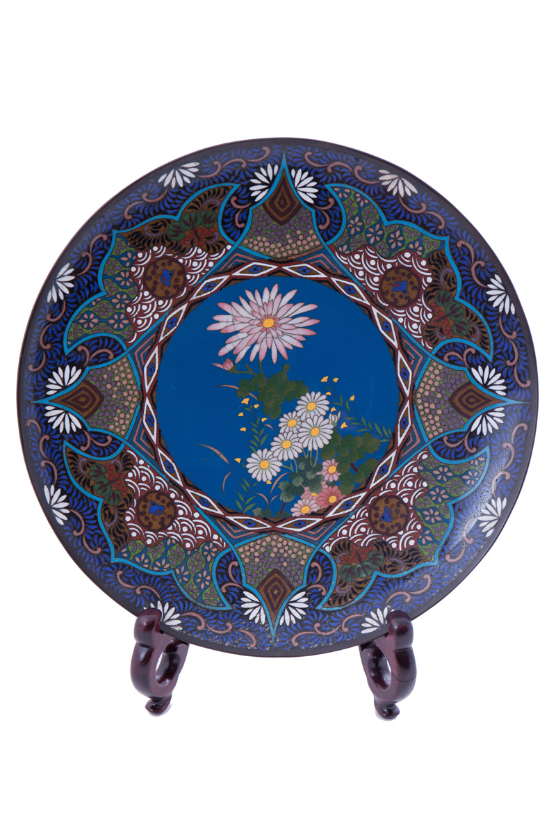 Декоративная тарелка клуазоне с хризантемами, 30.5 см