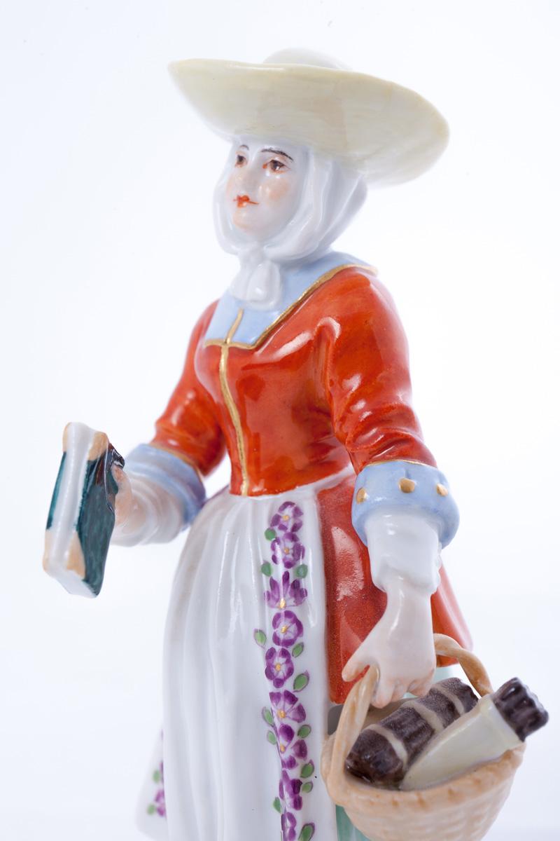 "Статуэтка MEISSEN ""Дама с корзиной и книгой"", 12.5 см"