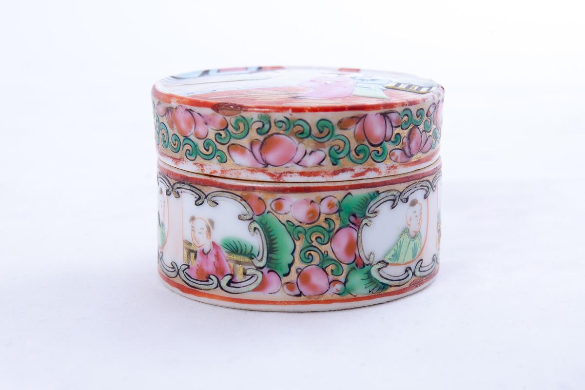 """Миниатюрная коробочка """"CANTON FAMILLE ROSE"""" для хранения чая"""