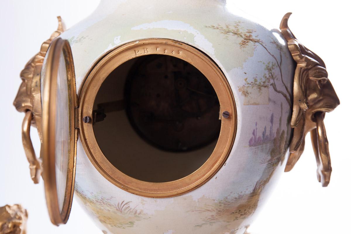 Старинные французские часы с фарфоровой чашей, 56 см