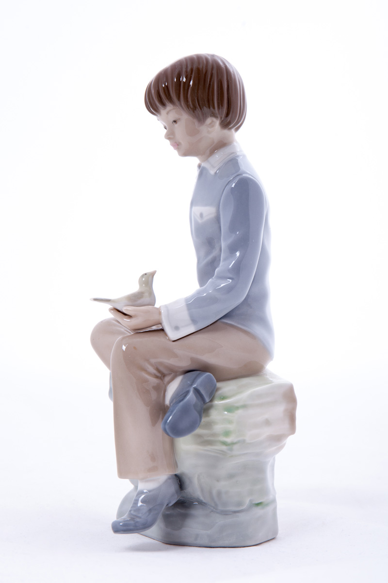 """Статуэтка Lladro """"Мальчик с  птицей в руках"""", 24.5 см"""