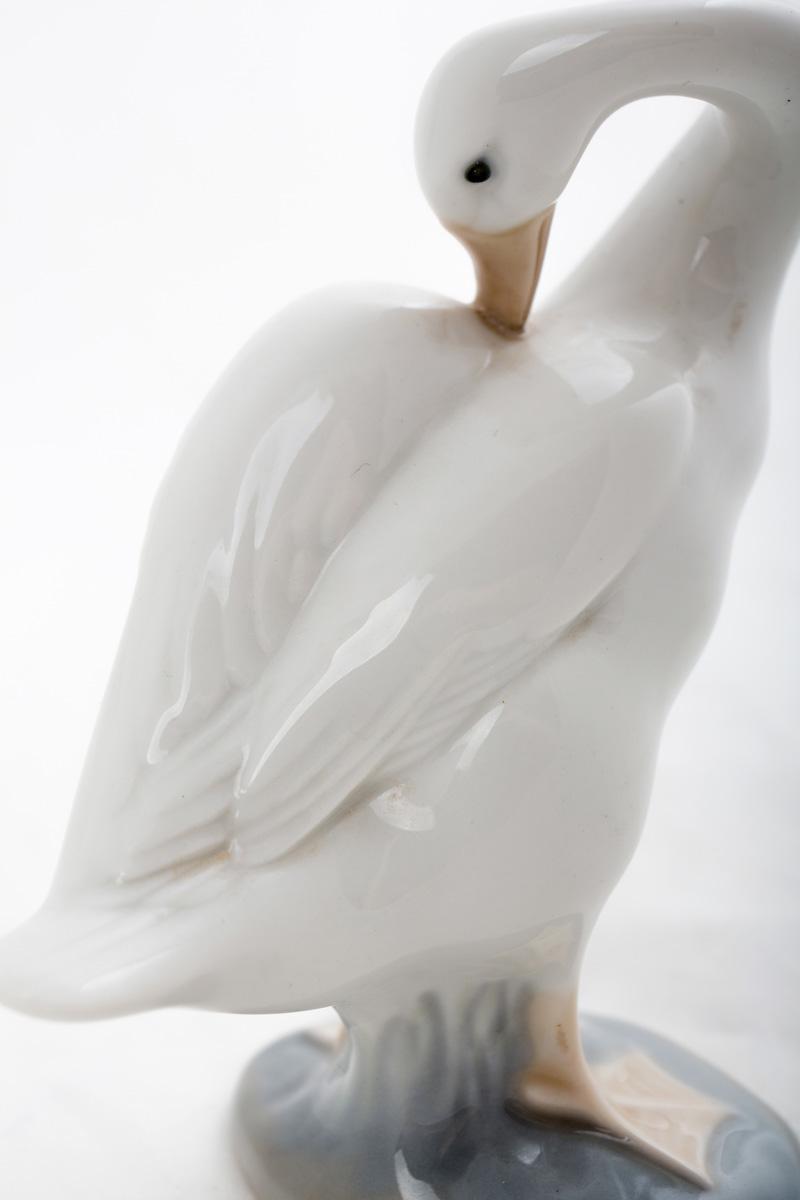 """Миниатюрная статуэтка Lladro """"Гусь, чистящий крылья"""", 10 см"""
