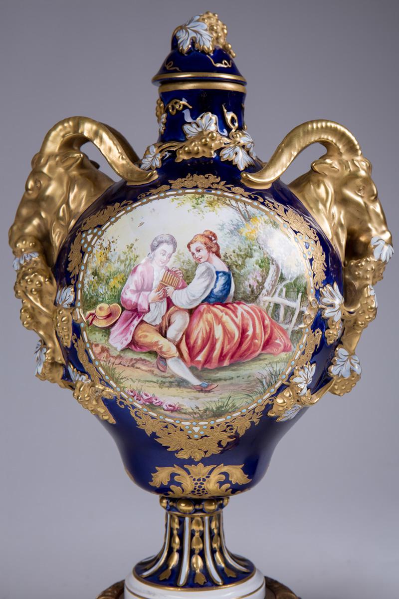 Пара французских ваз в манере мануфактуры de SEVRES, 36 см