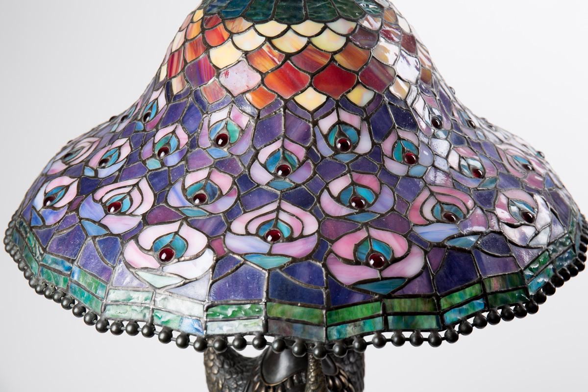 Эффектная настольная лампа DALE TIFFANY с павлинами, 80 см