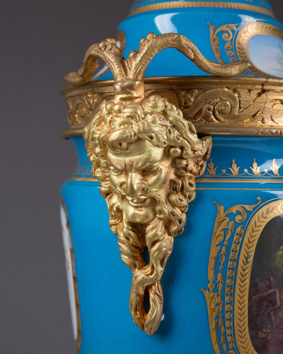 Парные французские вазы небесно-голубого цвета, 49 см