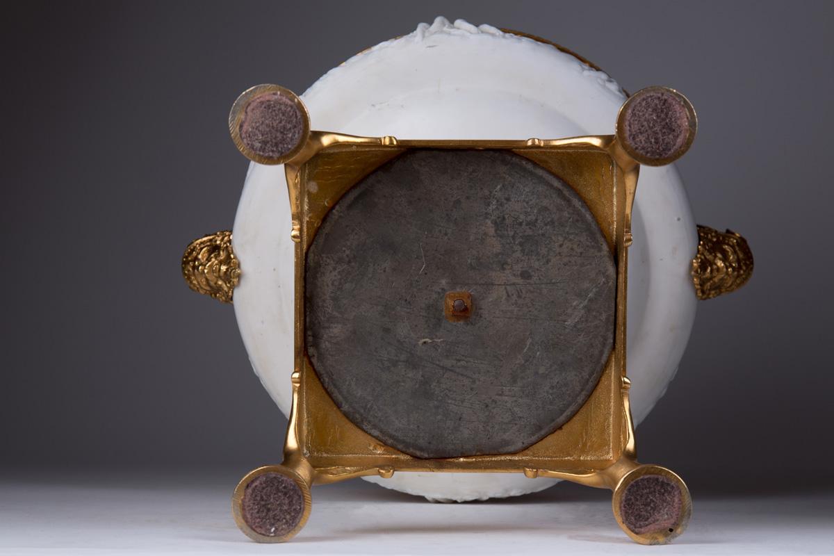 Большая бисквитная чаша с элементами из бронзы, 40 см