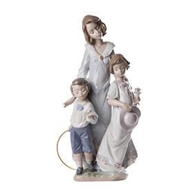 "Фарфоровая статуэтка LLADRO ""SUNDAY BEST"", 30.5 см"