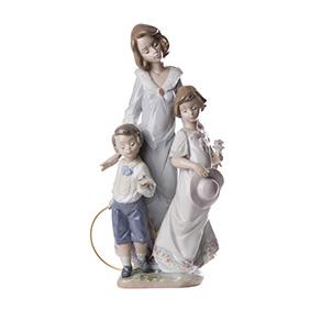 "Фарфоровая статуэтка LLADRO ""SUNDAY BEST"", 30.5 см"