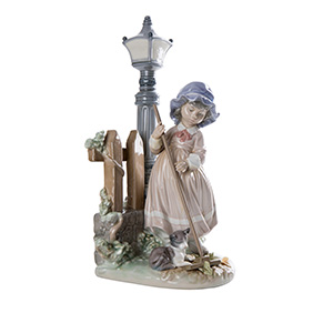 "Фарфоровая скульптура LLADRO ""FALL CLEAN UP"", 33 см"