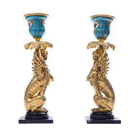 Пара французских миниатюрных подсвечников в виде грифонов, 23 см