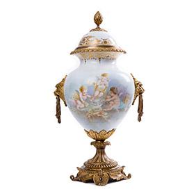 Французская ваза с изображением трёх купидонов, 46 см
