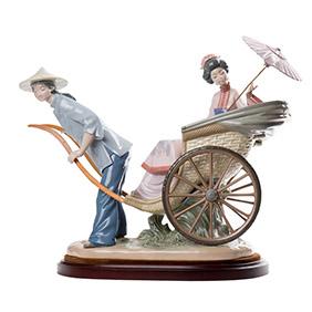 """Сюжетная статуэтка Lladro """"Поездка на рикше"""", 30.5 см"""