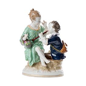 Статуэтка KPM девушки с корзиной цветов и юноши с флейтой, 16 см