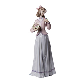 "Статуэтка Lladro ""INNOCENCE IN BLOOM"", 24.5 см"