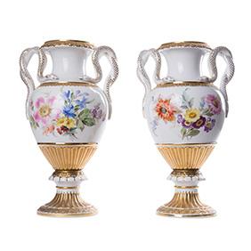 Парные вазы Meissen с ручками в виде змей, 27.5 см